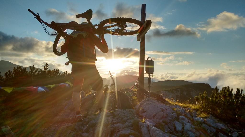 bike-hike-mountainbiking-bikefex-pedalritterinnen-steiermark-totes-gebirge-ennstal-mountainbike-radaelli-maloja-sonnenaufgang-specialized