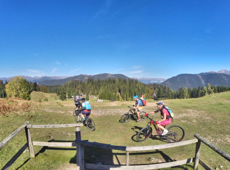 weissensee-mountainbike-bikefex-pedalritterinnen-mountainbikeguide-kaernten-austria-naggler-alm